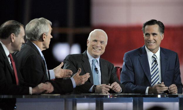 Sen. John McCain (R-AZ) with Rep. Mike Huckabee, Ron Paul ( R-TX and Mitt Romney at 2008 Reagan Library presidential debate.