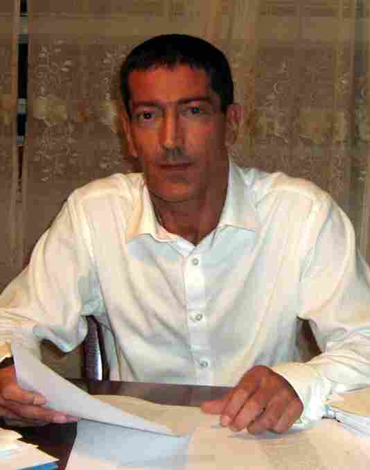 Author Kenneth Slawenski lives in New Jersey. He founded the website DeadCaulfields.com, and has been researching J.D. Salinger: A Life for the past eight years.