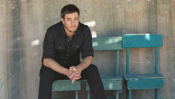 Amos Lee: Sharing Moments With Strangers