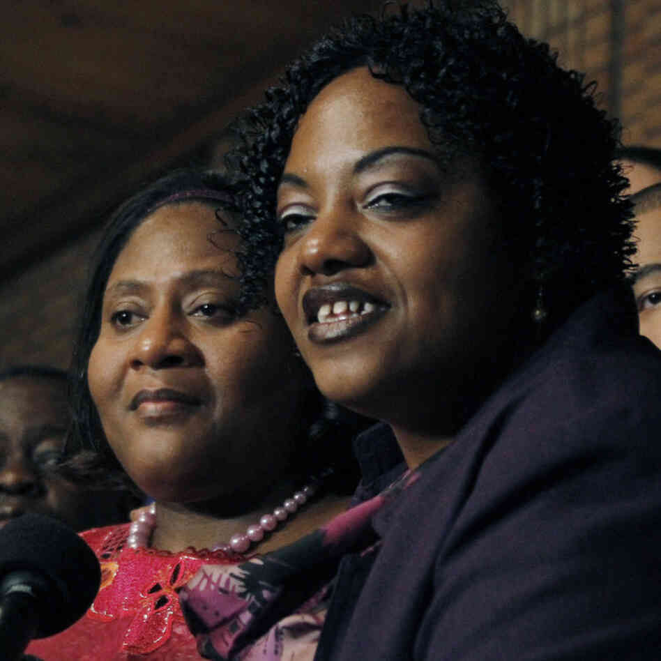 Jamie Scott, left, and her sister Gladys Scott answer questions during a news conference in Jackson, Miss., Friday, Jan. 7, 2011.