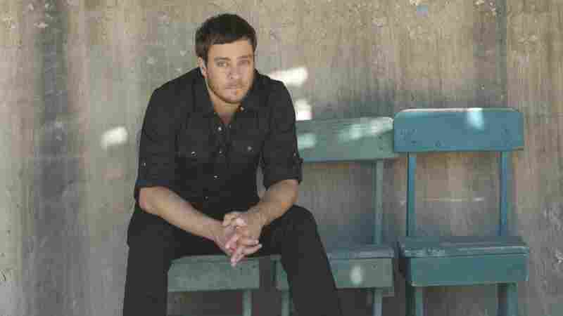 Philadelphia singer-songwriter Amos Lee recently performed live on World Cafe.