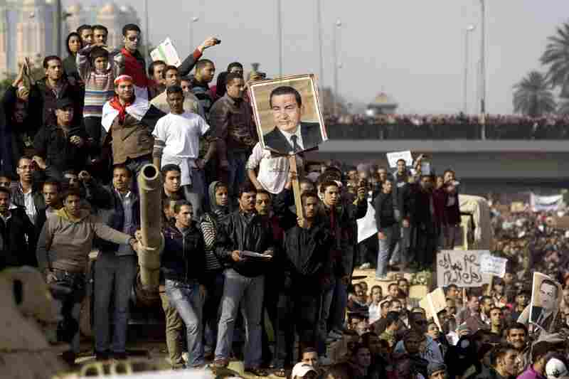 Several thousand supporters of President Hosni Mubarak clashed with anti-government protesters Wednesday in Cairo.