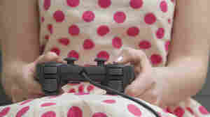 Video Games May Make Girls More Helpful, But Only If Parents Play Along