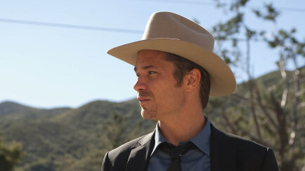 Justified  Brings Back Raylan Givens 88673125bb83