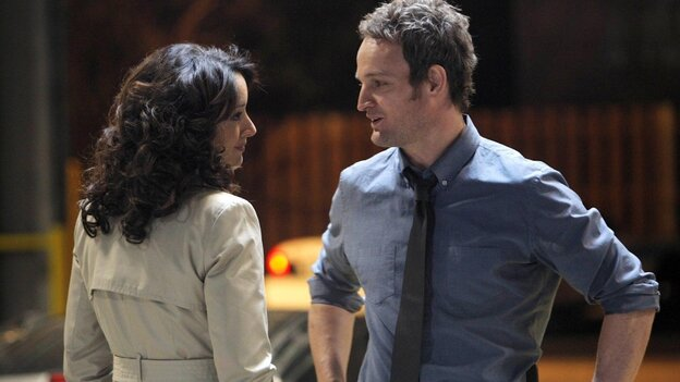 Chicago Superintendent of Police Teresa Colvin (Jennifer Beals) and Detective Jarek Wysocki (Jason Clarke) have a chat during the premiere episode of The Chicago Code, airing Monday night on Fox.
