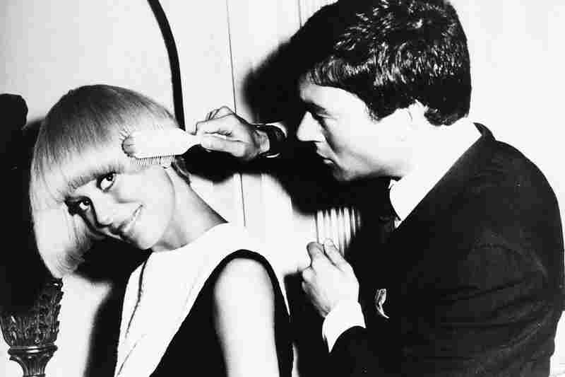 Sassoon works on a style for Broadway actress Carol Channing.