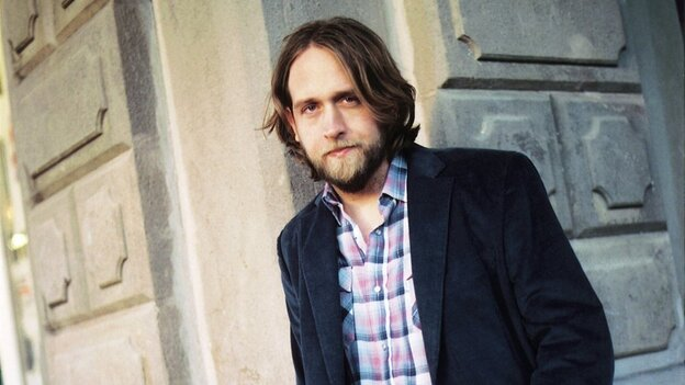 Texas folk singer-songwriter Hayes Carll will take the World Cafe Live stage at noon ET.