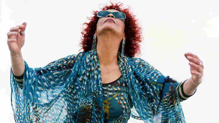 """Tania Maria sings Antonio Carlos Jobim's """"Wave"""" on this Latin episode of Piano Jazz."""