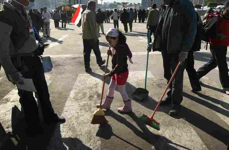Volunteers clean up Tahrir Square.