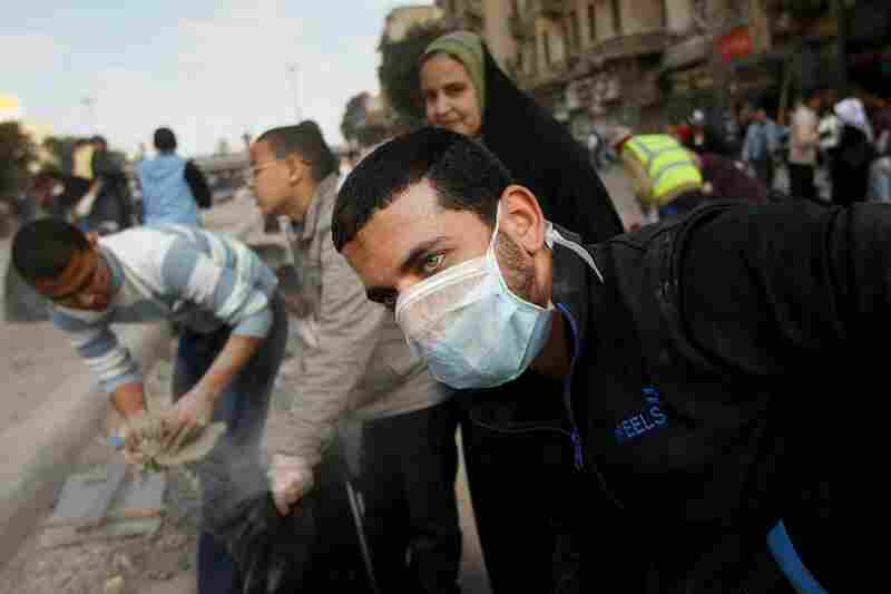 Egyptians gather to clean up Tahrir Square.