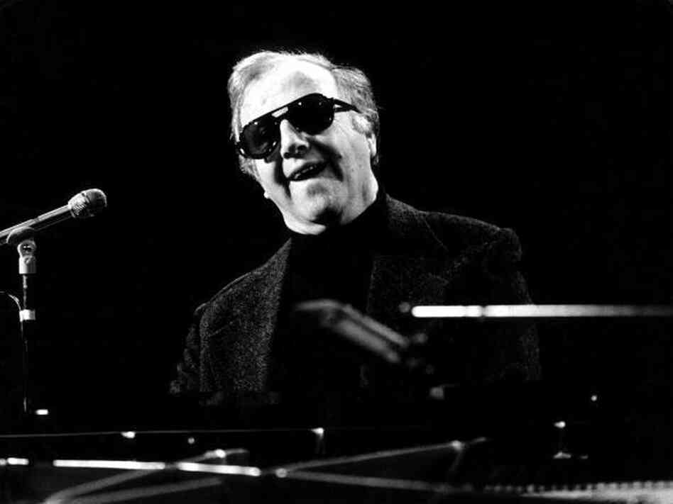 "George Shearing, the ebullient jazz pianist who wrote the standard  ""Lullaby of Birdland,"" died Monday in Manhattan of congestive heart  failure.  He was 91."