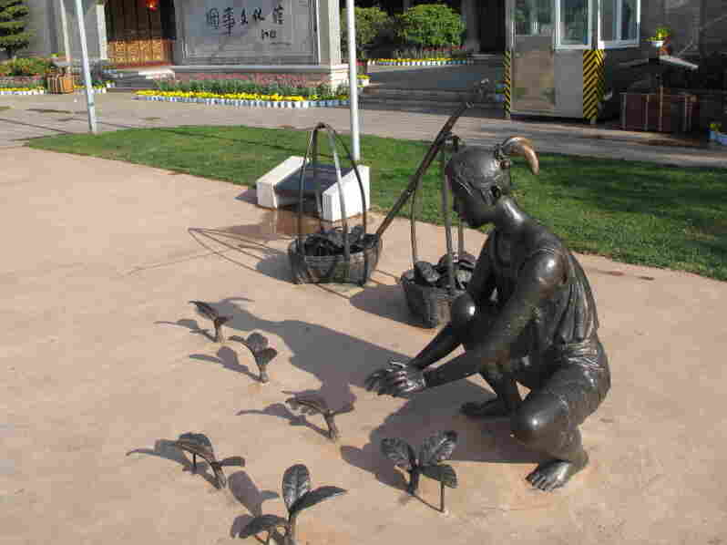 Bronze statues of tobacco farmers outside Yuxi's Tobacco Culture Museum.  The exhibits don't include any warnings of the dangers of  smoking.