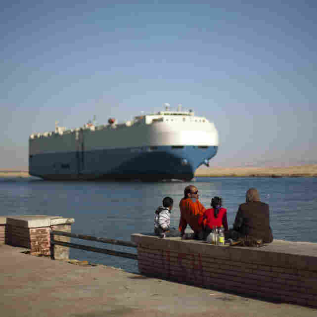 U.S. Military Keeps Close Eye On Egypt, Bahrain