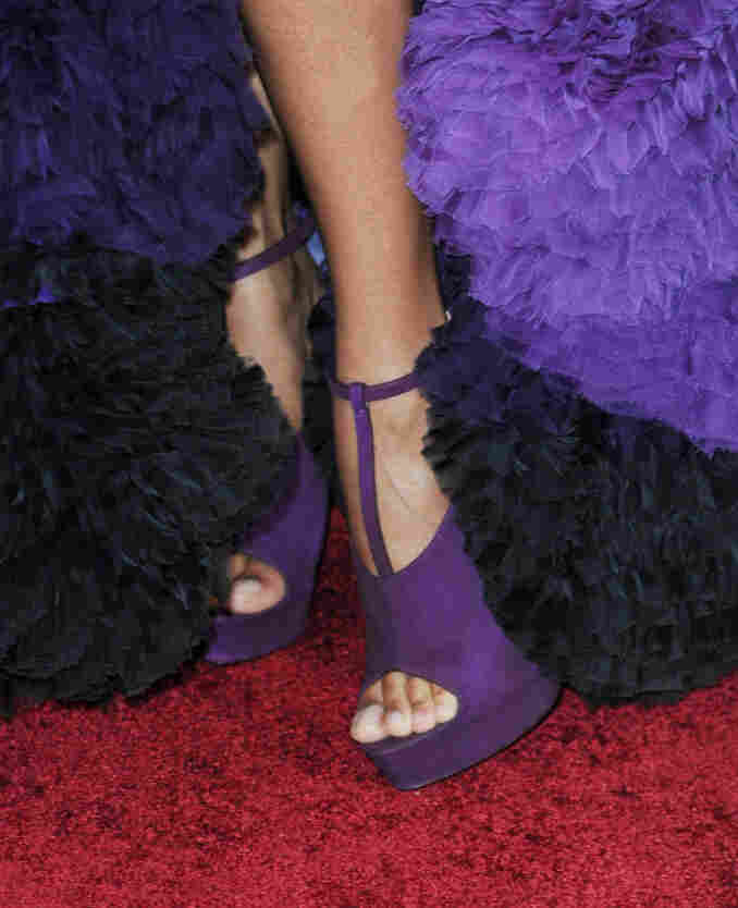 Actress Zoe Saldana wore these shoes to the 2010 Academy Awards.