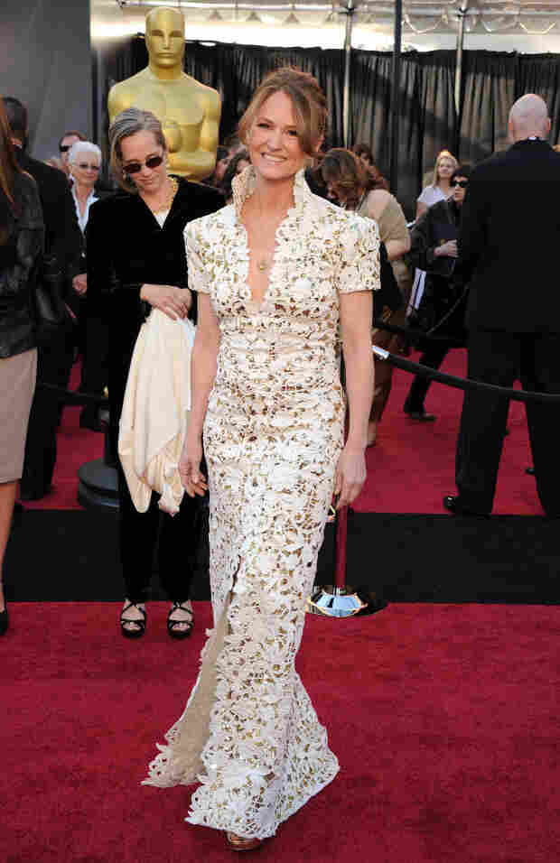 Melissa Leo wore lace to the Oscars, possible comparisons to housewares be damned.