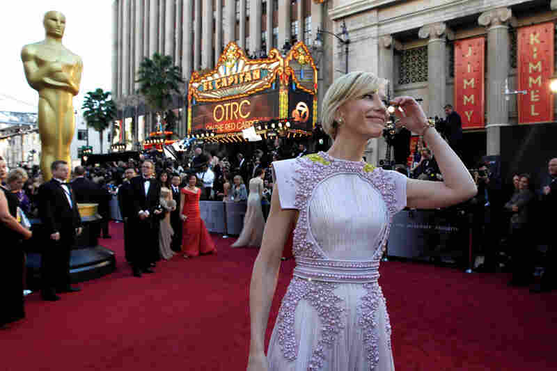 Cate Blanchett — supporting-actress winner for 2004's The Aviator — arrives at Hollywood's Kodak Theatre for the Academy Awards telecast.