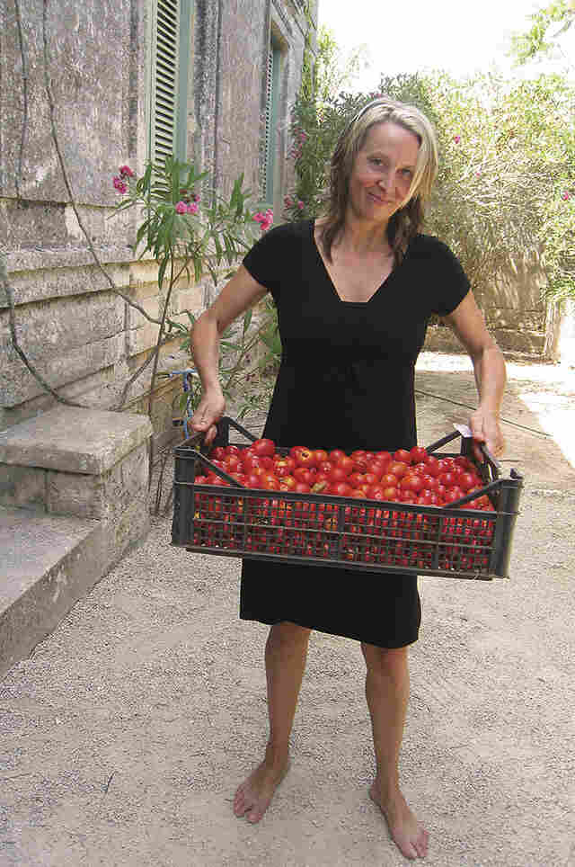 Gabrielle Hamilton opened Prune in New York City in 1999 after traveling through France, Italy and Greece. She has a master's in fine arts in fiction writing from the University of Michigan and was nominated for the James Beard Award for Best Chef of New York City in 2010.