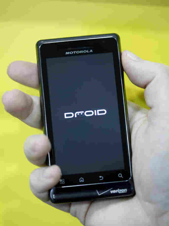 The screen of this Motorola Droid smart phone was made with Gorilla Glass. About 200 million phones were made with the glass last year.