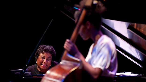 Geri Allen (left) and Esperanza Spalding perform together at the Mary Lou Williams Festival in 2010. ( )