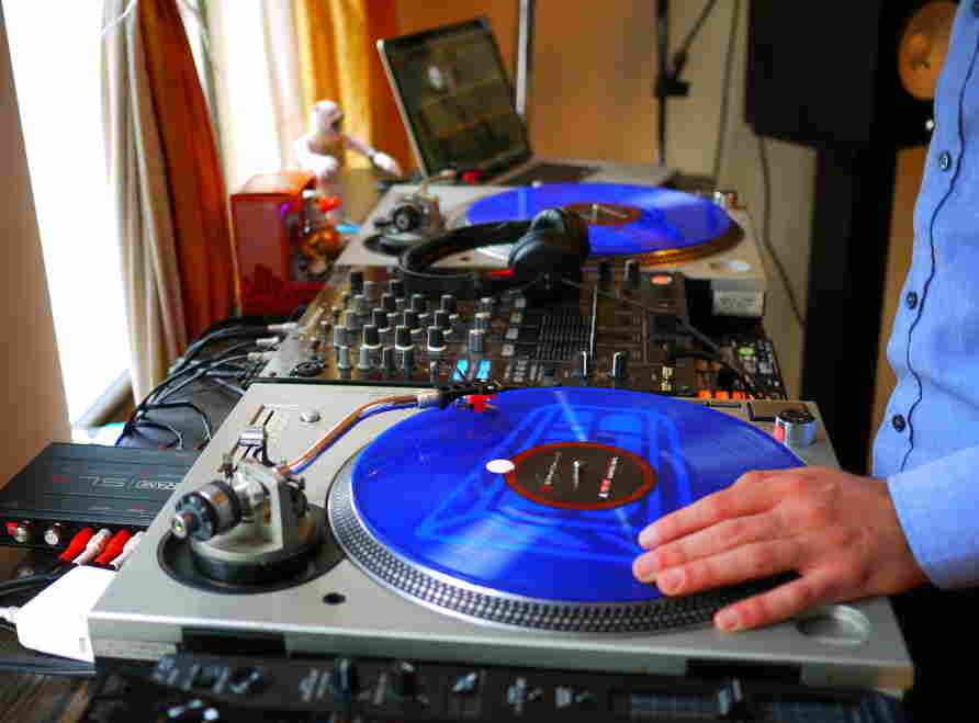 DJ A-Trak, a.k.a. Alain Macklovitch, demonstrates how Serato's Scratch Live software imitates playing music from records.