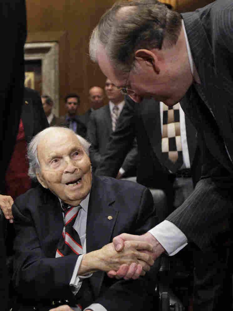 Frank Buckles shaking hands with Sen. Jay Rockefeller, (D-WV) in December 2009.