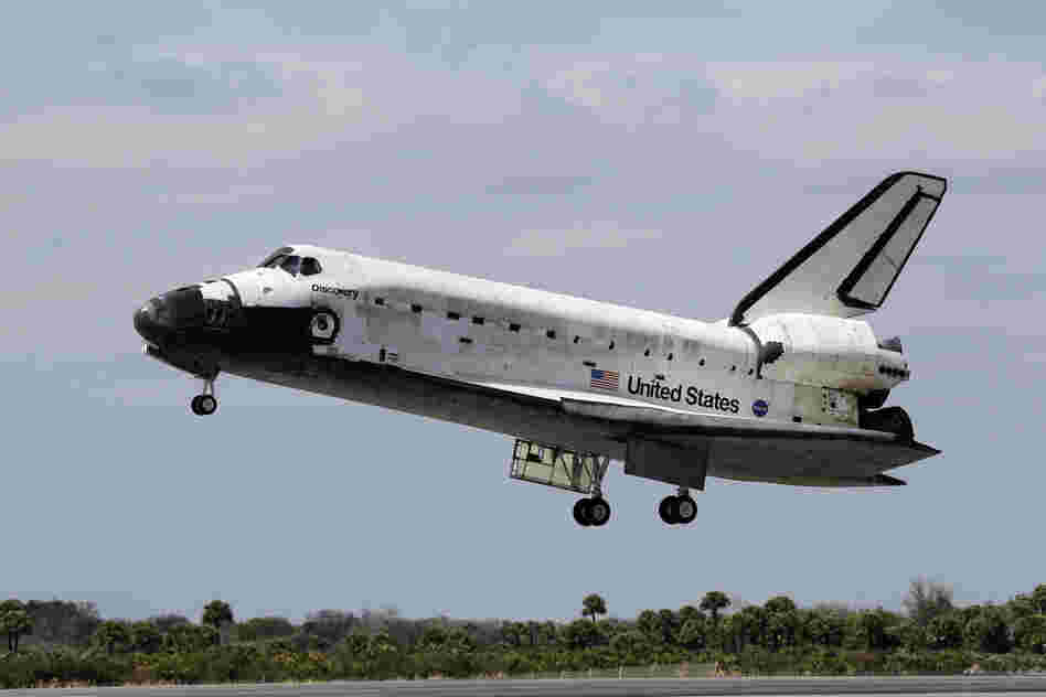 Space shuttle Discovery ended its 39th and final mission Wednesday, touching down at Kennedy Space Center in Cape Canaveral, Fla., just before noon local time.