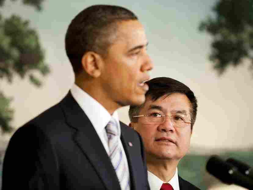 US President Barack Obama (L) nominates Gary Locke as the next US Ambassador to China.