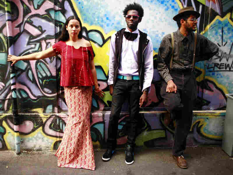 """In """"Knockin',"""" the eras-spanning string band Carolina   Chocolate Drops teams up with the Luminescent Orchestrii for a   percussive, assertive gem."""
