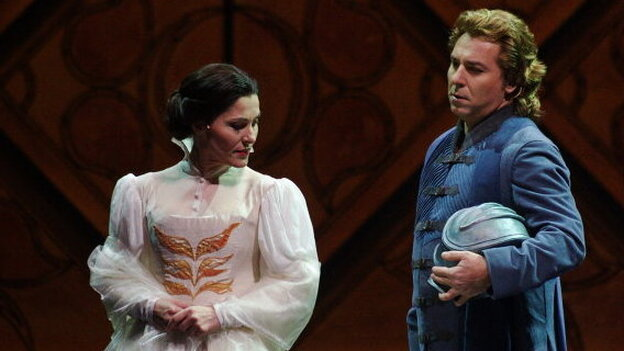 Francesca (Svetla Vassileva) is tricked into marrying an odious older man, but she still harbors feelings for his brother Paulo (Roberto Alagna). (Opéra national de Paris)