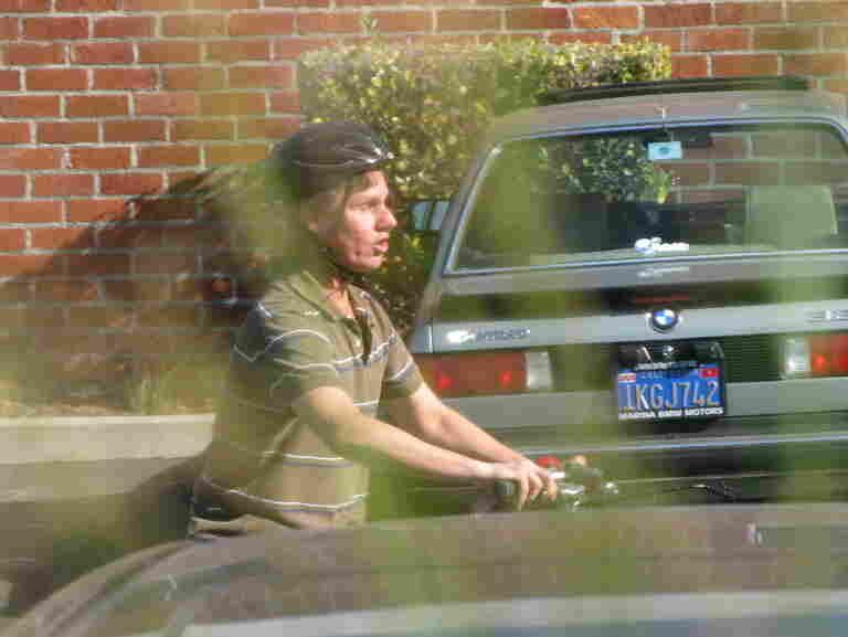 Daniel Kish riding a bike in Culver City, Los Angeles, CA.