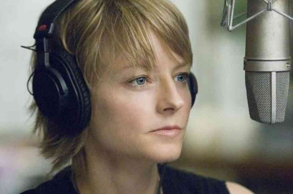 Jodie Foster played the role of radio host Erica Bain in the 2007 film The Brave One.