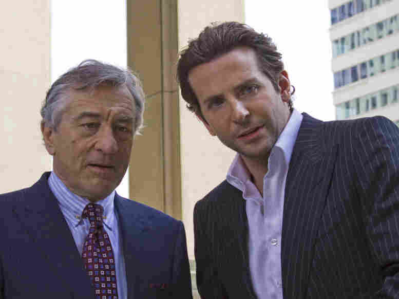 Hoping to cash in on his pill-induced brilliance, Carl Van Loon (Robert De Niro) hires Eddie as a financial consultant. Unfortunately, the Russian mob also wants a piece of the action.