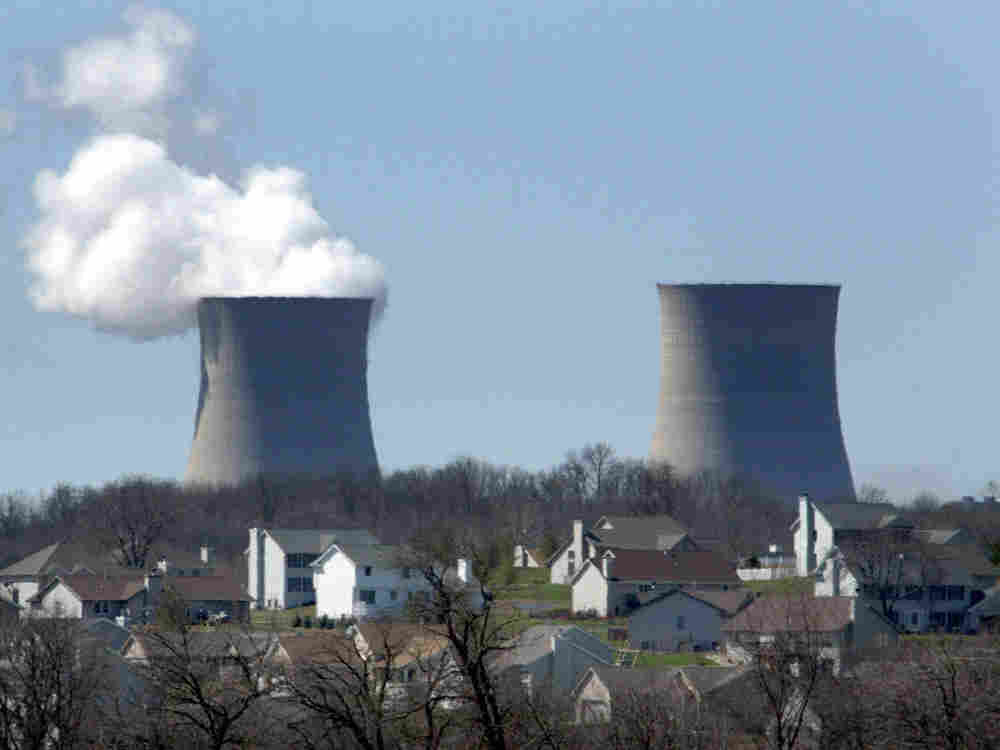 Homes sit next to the Exelon Bryon Nuclear Generating Stations shown April 2, 2004 in Bryon, IL.