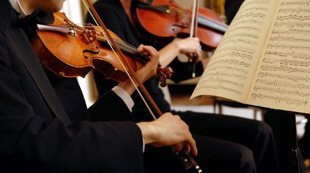 Man playing the violin.