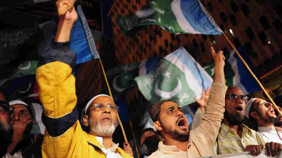 Members of the Pakistani religious party Jamaat-e-Islami protest the release of CIA contractor Raymond Davis in Karachi on Wednesday.