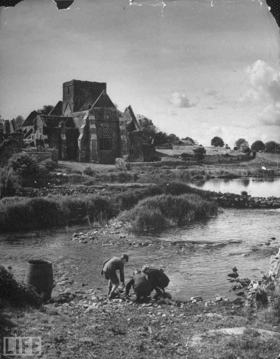 Children play in front of a ruined church, 1946