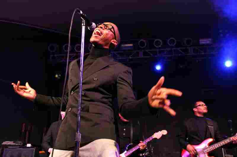 Raphael Saadiq was a big, bright ball of energy at Stubb's.