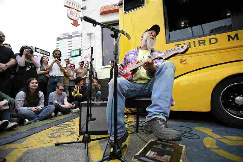 New Third Man recording artist Seasick Steve played the blues on just three strings in front of Jack White's mobile record store/studio.