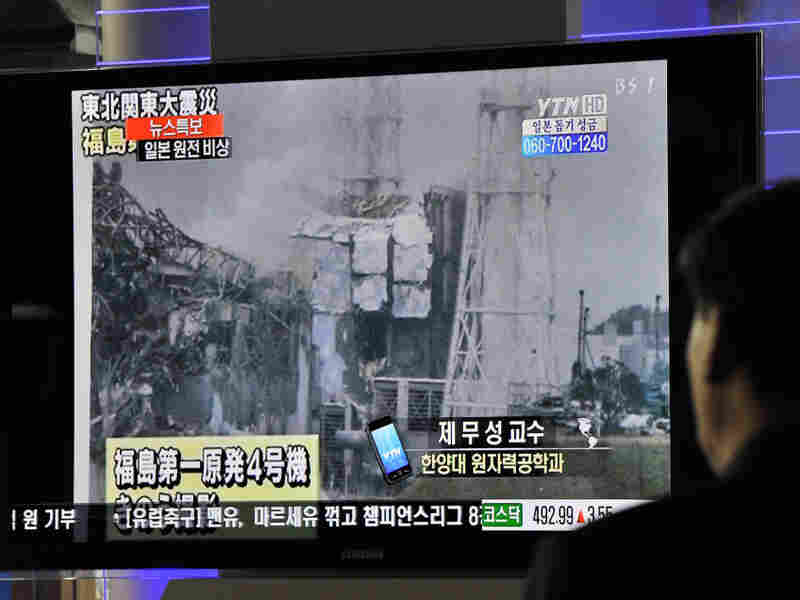 South Korean passengers watch a broadcast of the situation at the Fukushima Dai-ichi nuclear plant from a train station. There have been no major changes to the situation at the nuclear power plant in a few days.