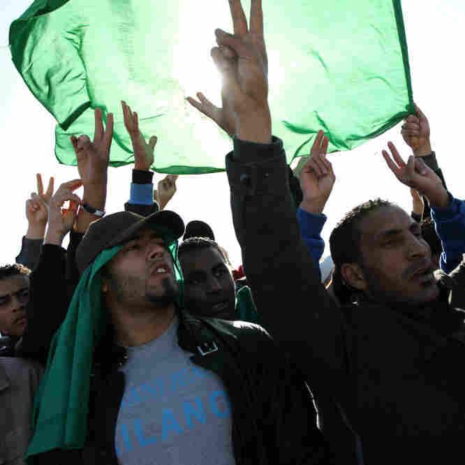 Gadhafi Supporters Rally Amid Rubble In Tripoli