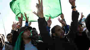 Gadhafi Supporters Rally Amid Rubble In Tripoli