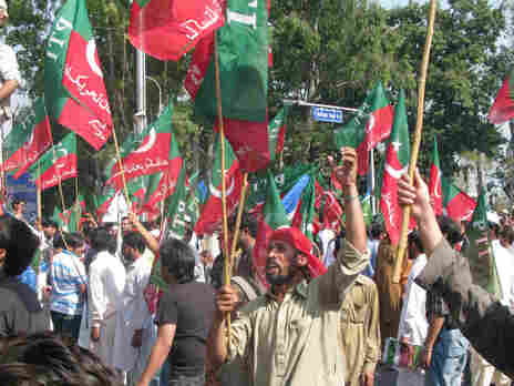 Hundreds protest in Islamabad, waving the flags of the Jaamat Islami Party and Pakistan Tehreek-e-Insaf, the party of former cricket player Imran Khan, now a politician popular among young Pakistanis.