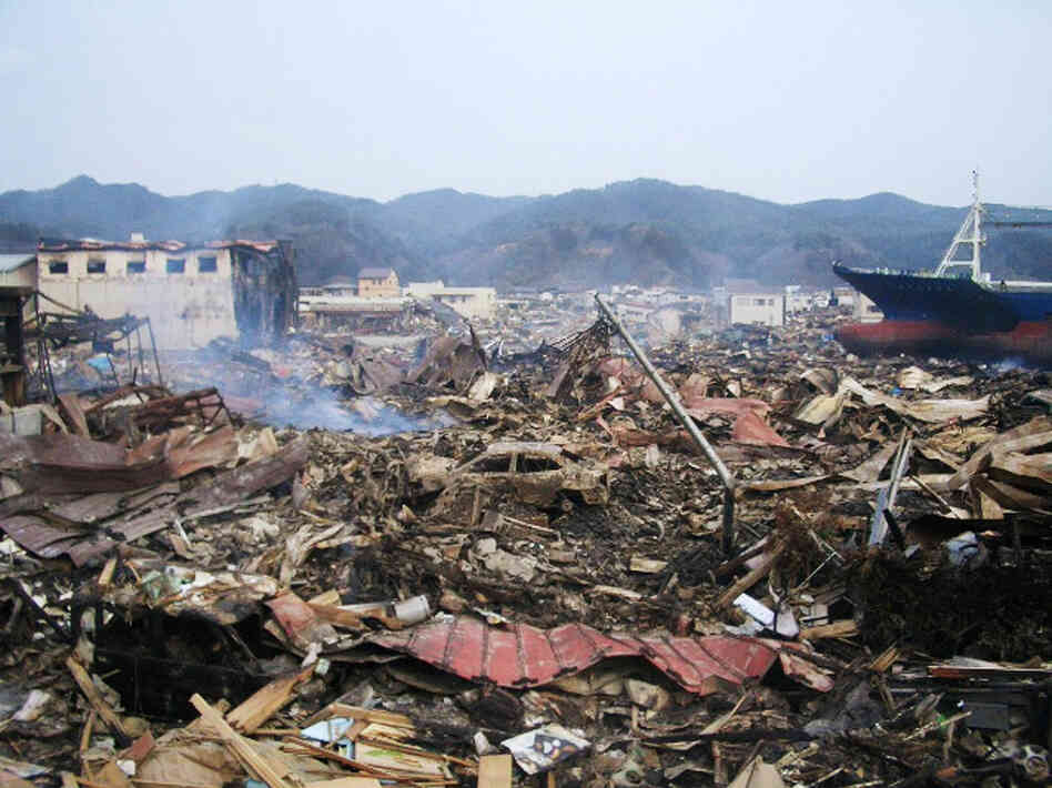 a research on tsunami in japan The most shocking video of the tsunami in japan - el video más impactante del tsunami en japón earthquake engineering research institute.