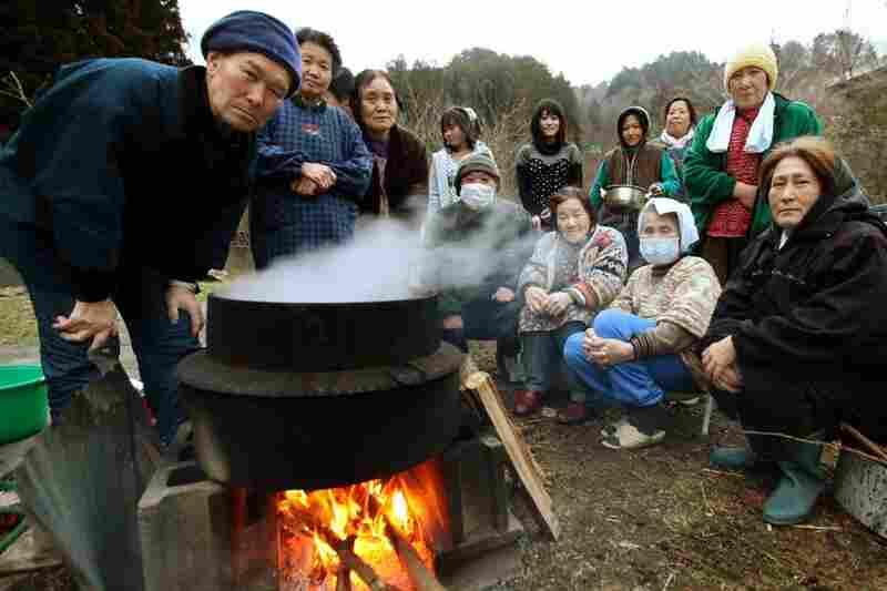 Residents cook rice in Onagawa, Miyagi prefecture.