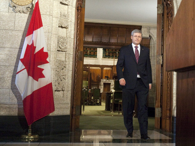 Canadian Prime Minister Stephen Harper arrives for a news after the fall of his government, Ottawa, Canada, March 25, 2011.