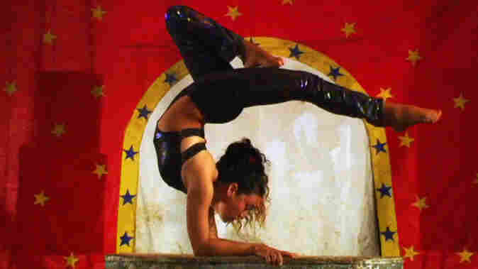 The Old Block, Chipping: Three generations of the Ponce family — including Reyna, a young acrobat who grew up in the family business — make up the venerable but vulnerable Gran Circo de Mexico.