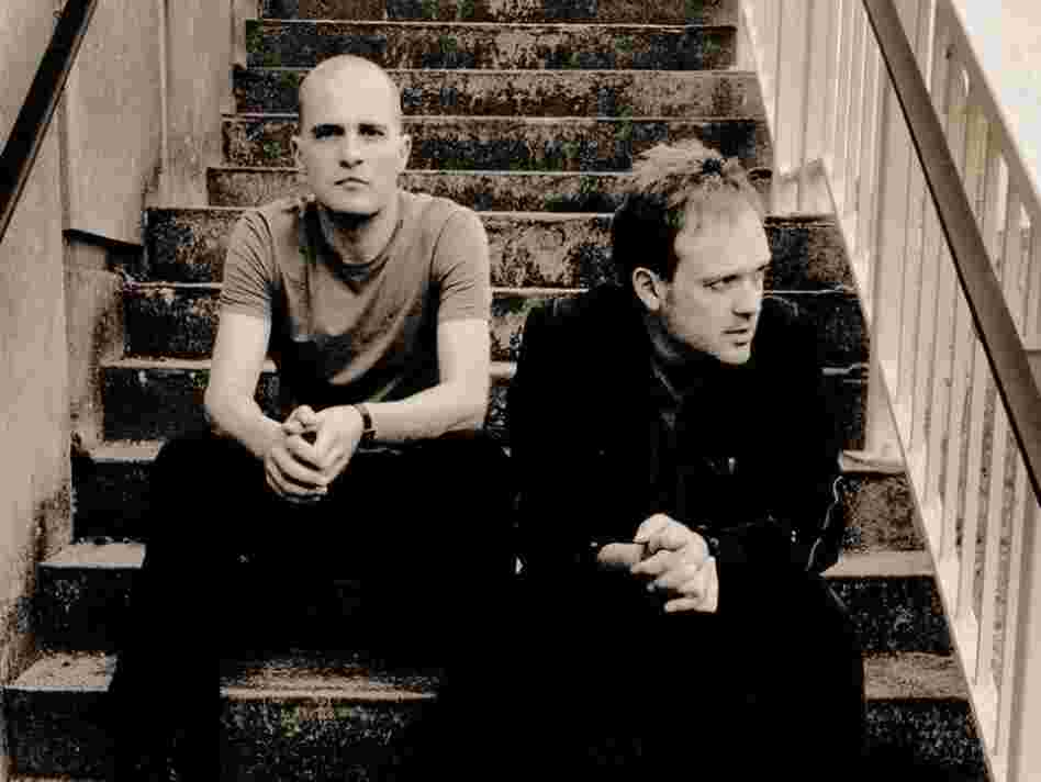 Brothers Stijn (left) and Steven Kolacny lead the Scala and Kolacny Brothers choir as conductor and pianist, respectively.