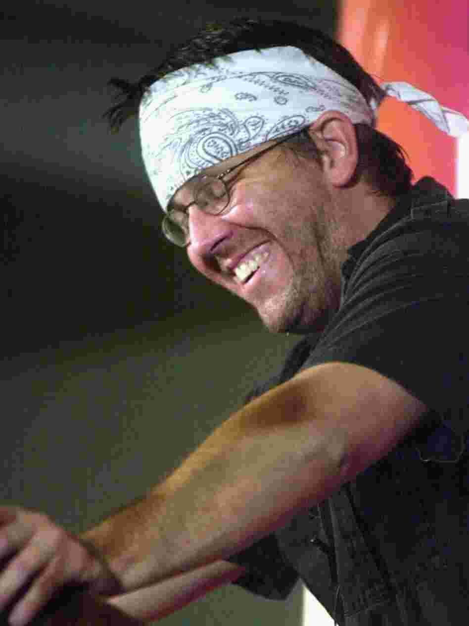 Author David Foster Wallace reads selections of his writing during the New Yorker Magazine Festival in New York September 27, 2002. He died in 2008.