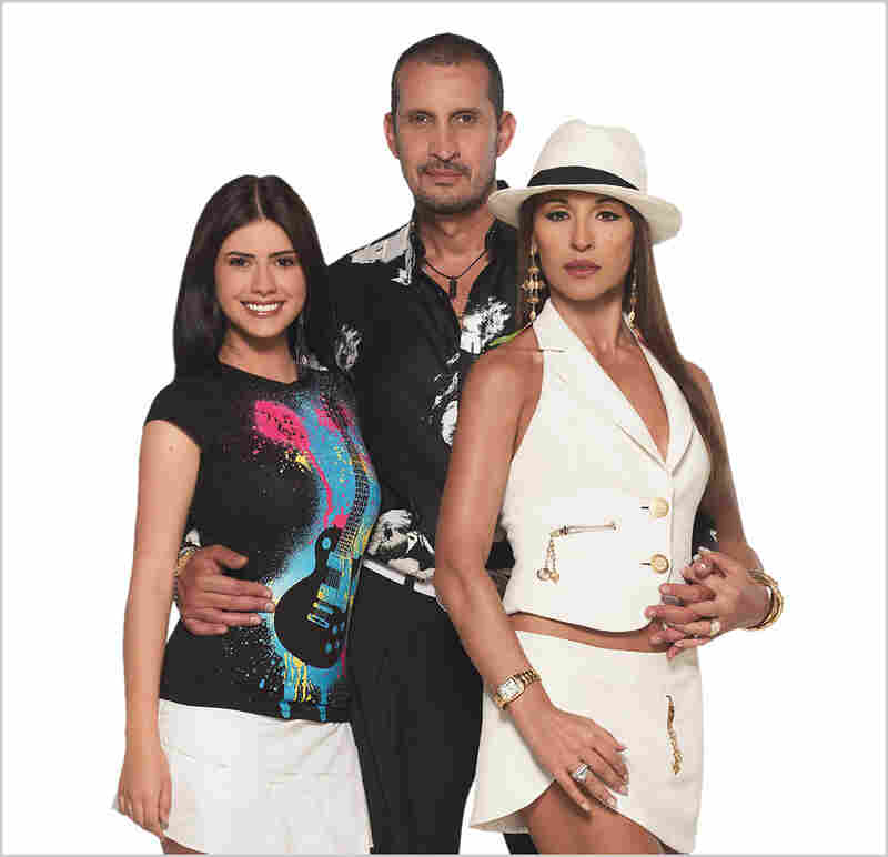 Munecas de La Mafia (Mafia Dolls) is all about surviving the drug game. Braulio Bermudez (Fernando Solorzano, center) is a drug-dealing crime boss. But don't let the happy family portrait fool you — relations are strained with his wife, Lucrecia (Amparo Grisales, right), and daughter (Jessica San Juan).
