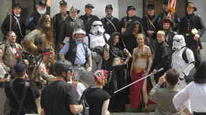 Civil War re-enactors and Star Wars fans at the Ohio